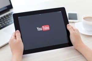 Kak zarabaty`vat` den`gi na prosmotrakh v YouTube